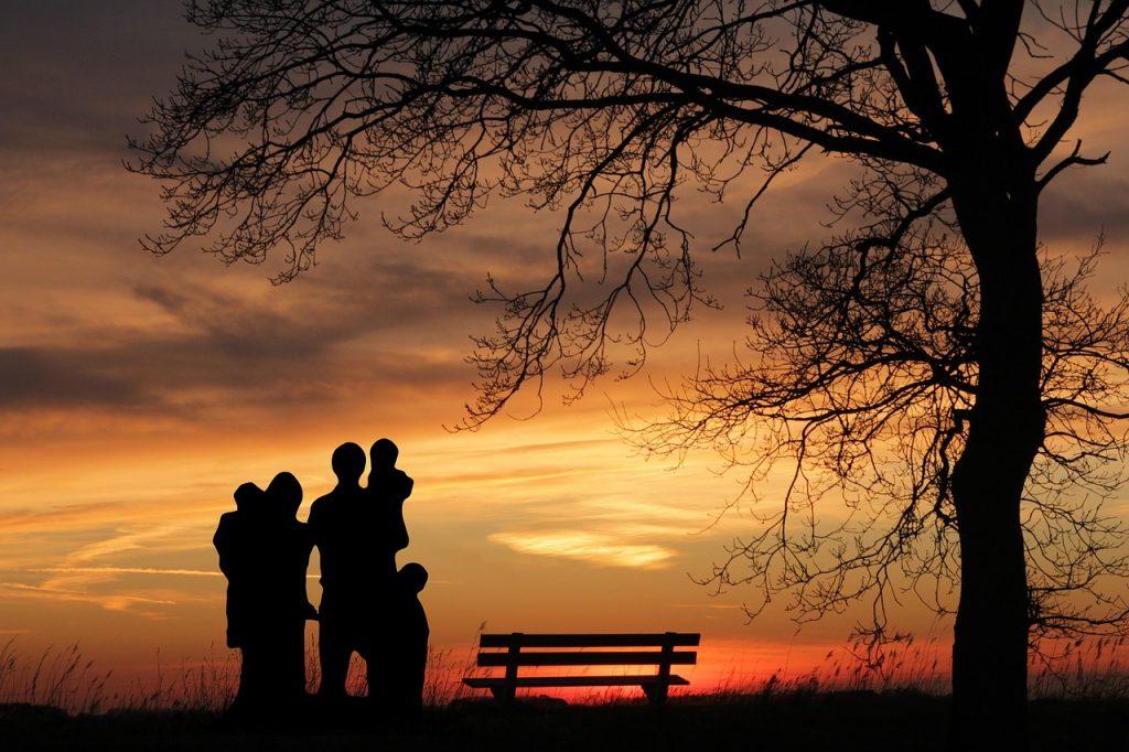 familia, puesta de sol, mujer-3347049.jpg